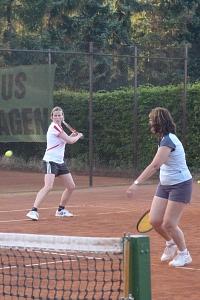 Tennis 2016 - D30 PS5 - Jutta und Marion Lücke ansteuern