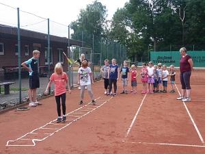 Tennis 2016 - FPA - Aufwärmen mit Leiter