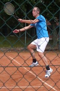 Tennis 2016 - H50 PS5 - Karsten im Sprung