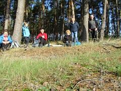 """Verpflegungspause auf bequemen """"Waldsofas""""©TuS Leese"""